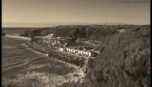 canal vila nova de milfontes em preto e branco