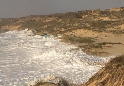 ondas na praia do malhao
